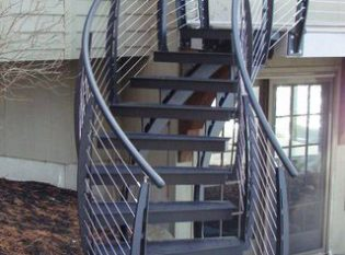 Curved cable rail stair in NH