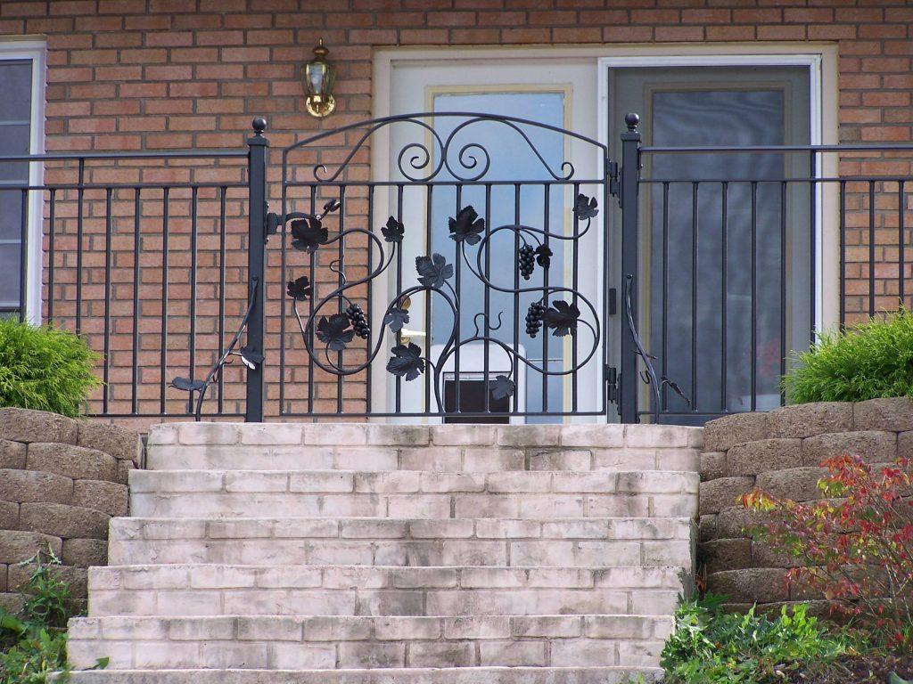 Grave vine gate at steps