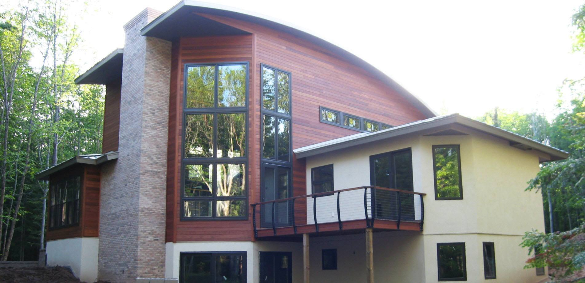 Modern curved roof with curved cable railing posts