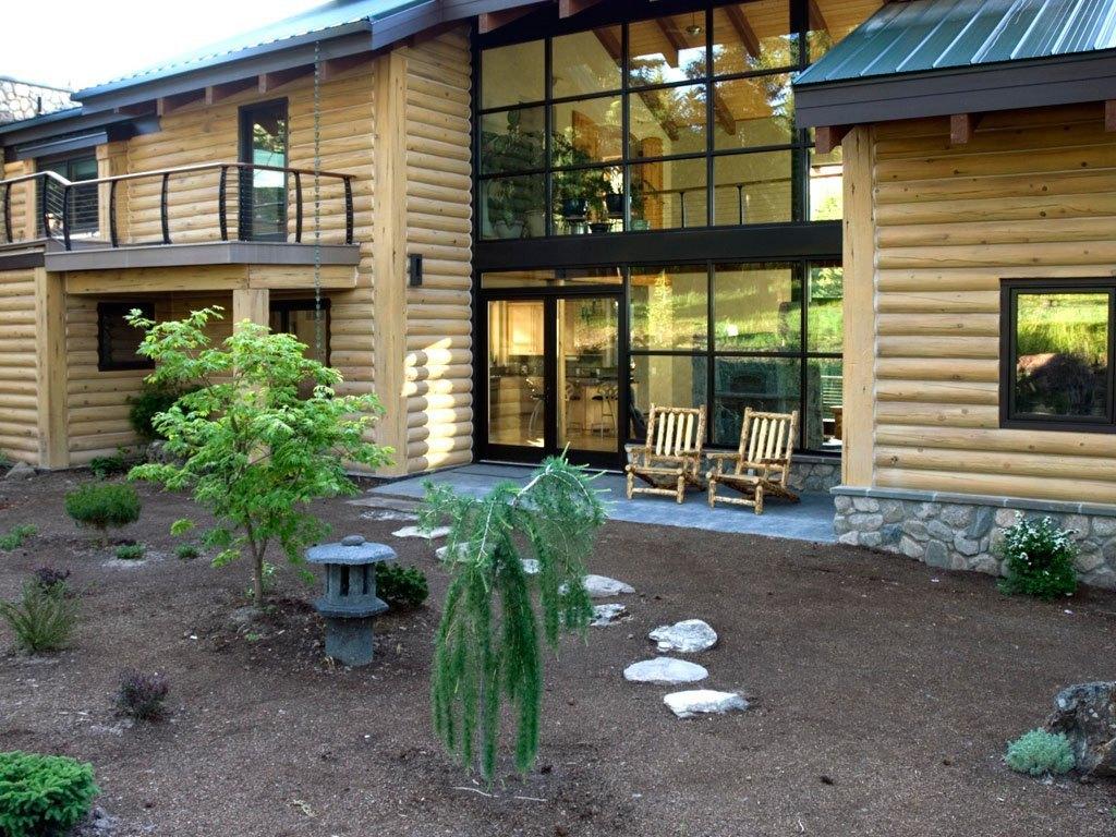 Outdoor deck and keuka railing on concrete log home