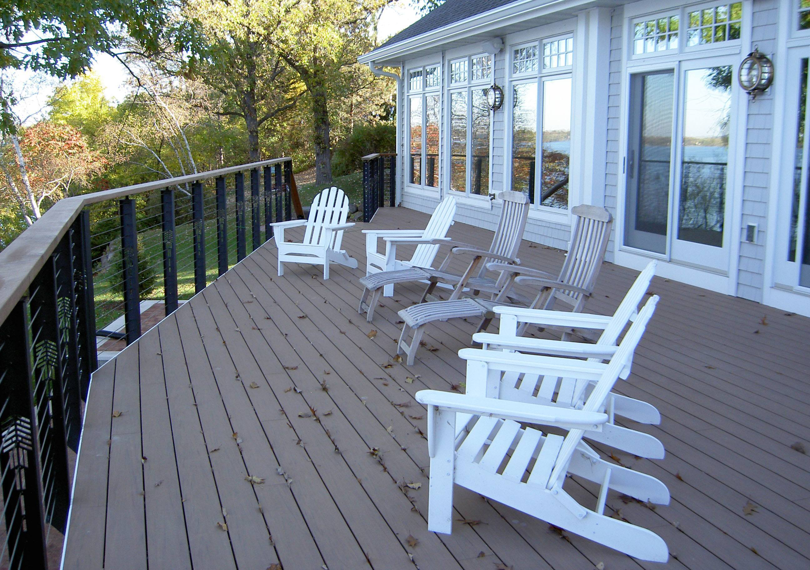 Outdoor railings cable style