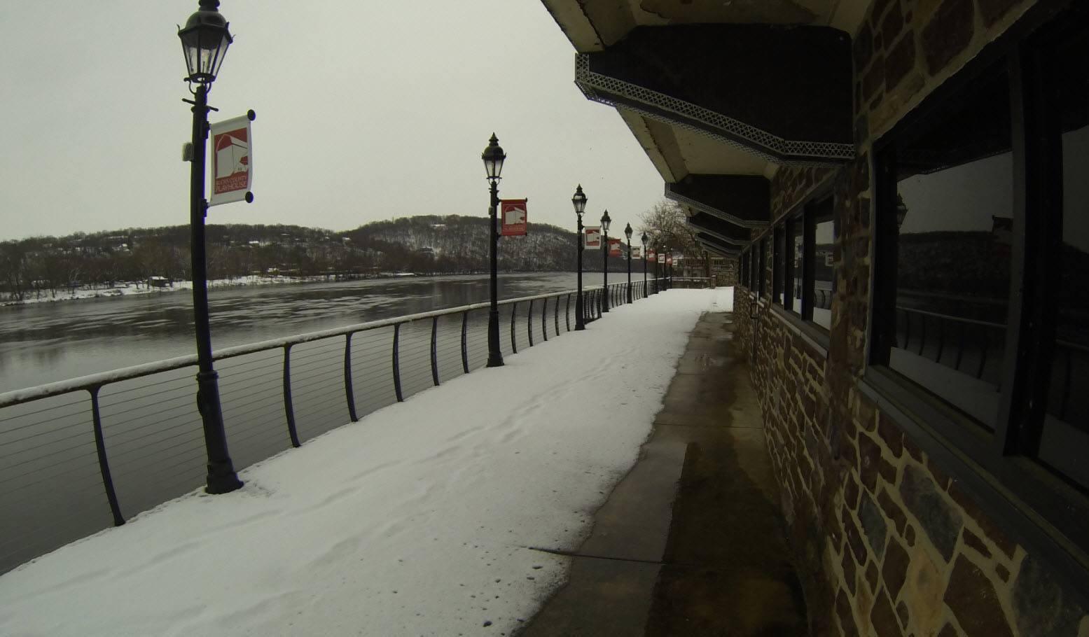 Snowy view of Deleware river