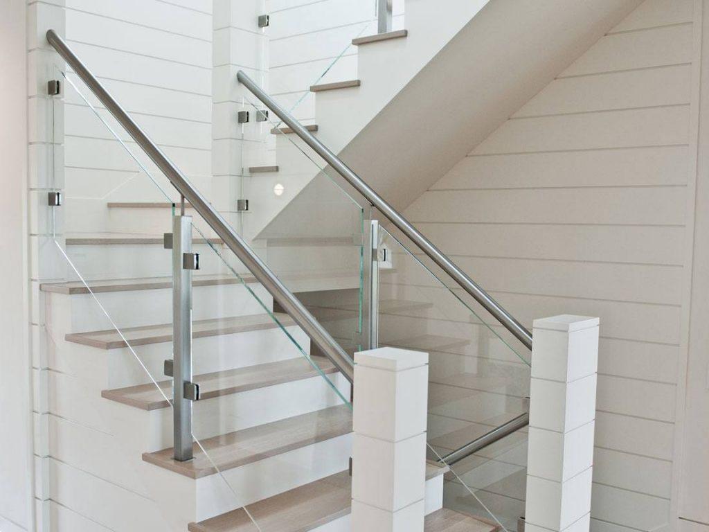 White Horizantal Panels With Oak Treads And Glass Railing