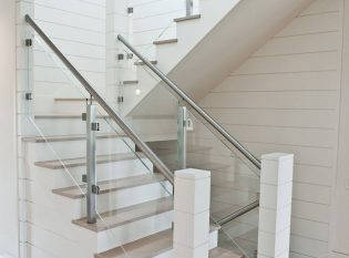 White Horizantal Panels With Oak Treads And Glass Railing