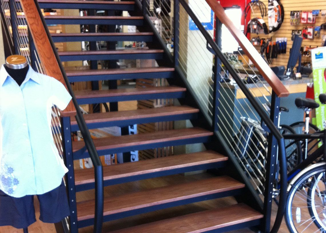 Wood Stair With Metal Handrail And Wood Top rail