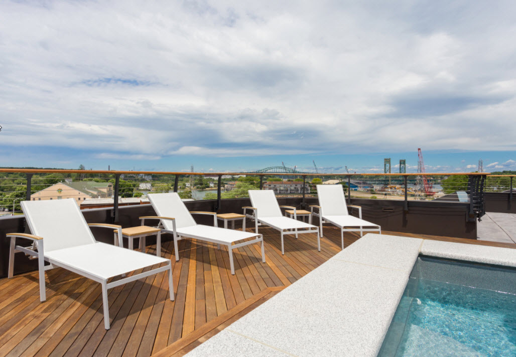 Roof top deck with curved cable railing