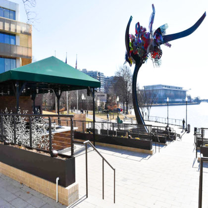 Potomac River front restaurant with outdoor seating and cable railing