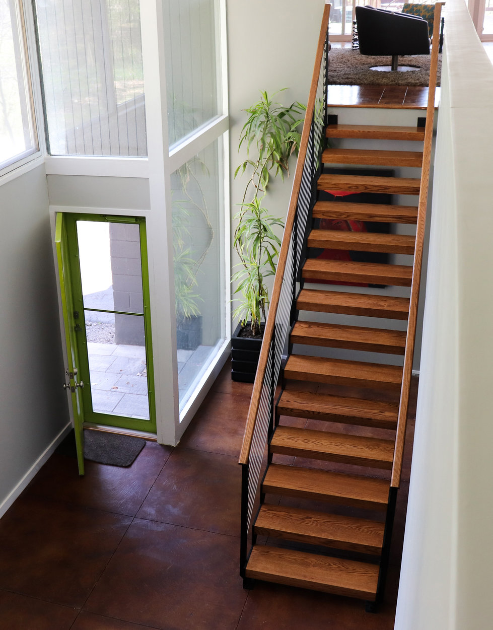 Straight floating staircase with cable railing