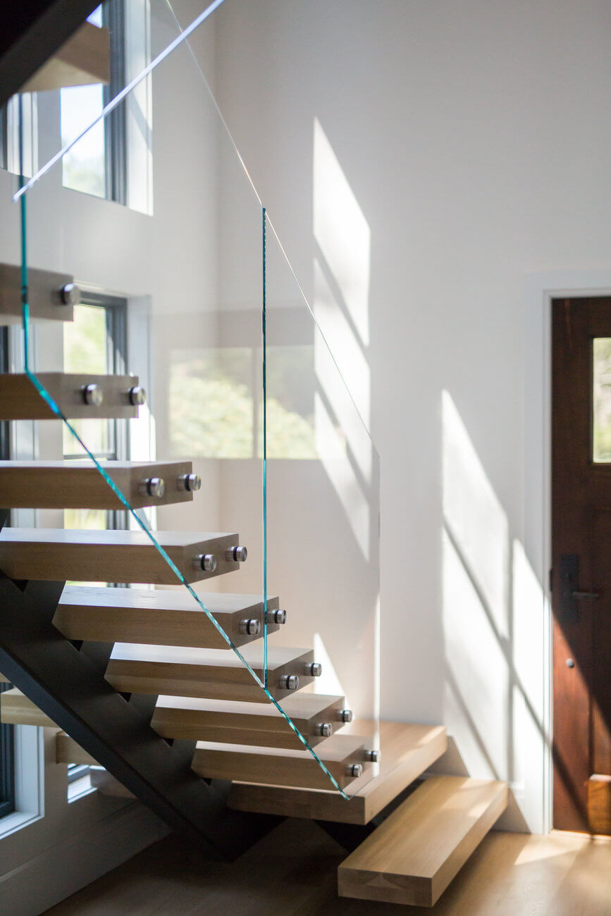 Floating stairs with glass railing