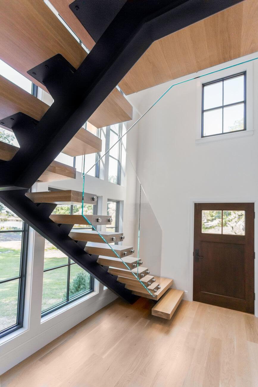 Central stringer staircase