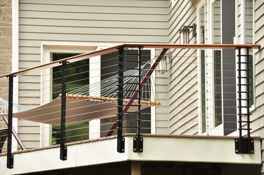 Chicago style cable railing
