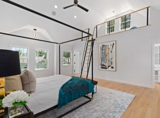 Large Bedroom with Loft and Ladder with cable railings